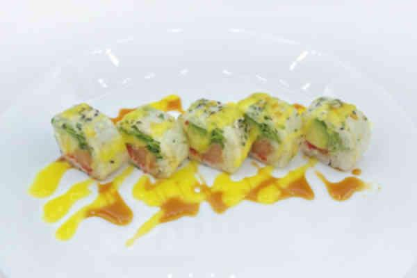 Summer salmon roll